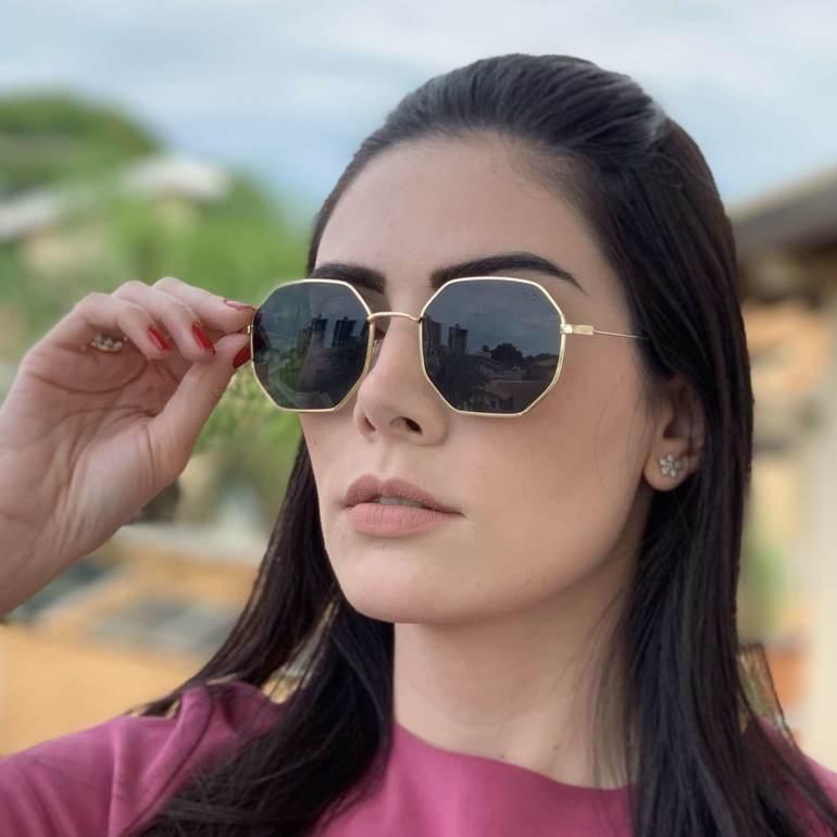 oculos de sol quadrado dourado com preto elisa 4 0 2