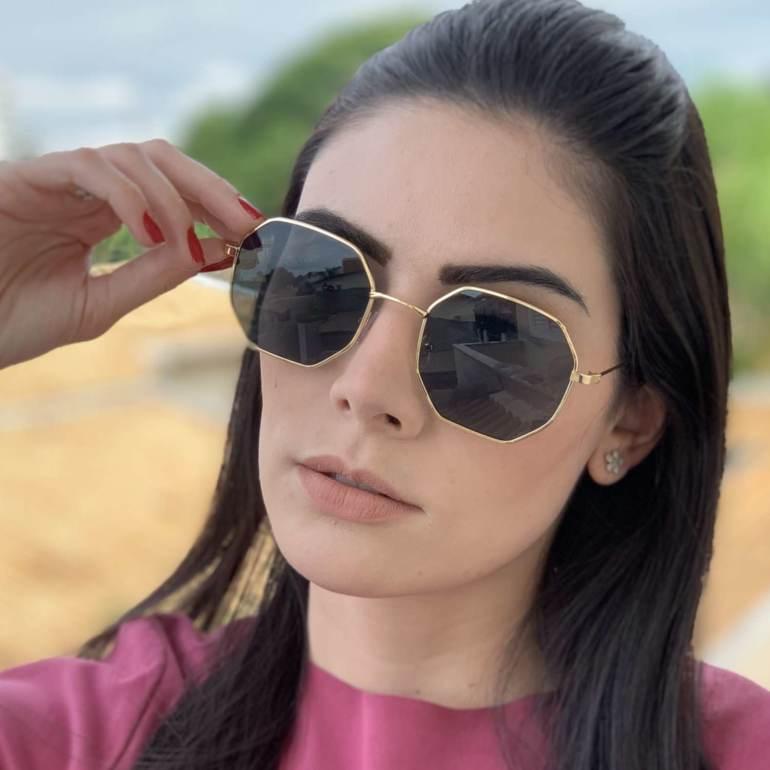 oculos de sol quadrado dourado com preto elisa 4 0 1