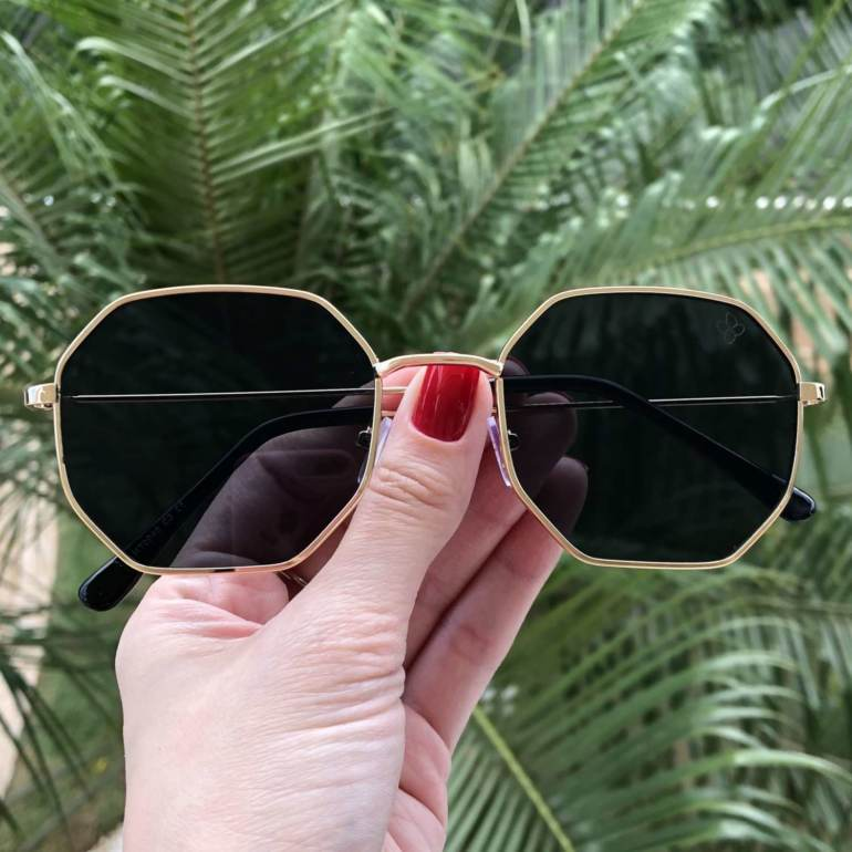 oculos de sol quadrado dourado com preto elisa 4 0